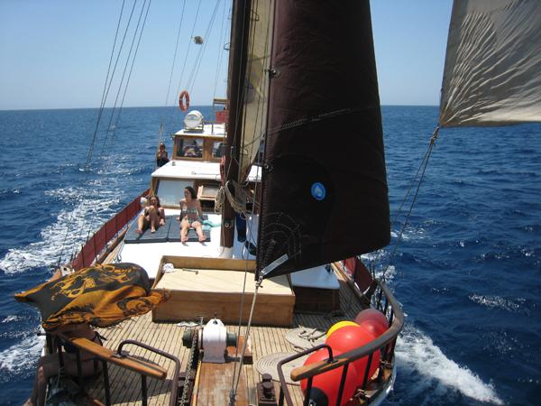 Navegando en goleta