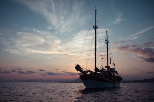 Rutas de Tierra y Mar - Navega a bordo del Karyam